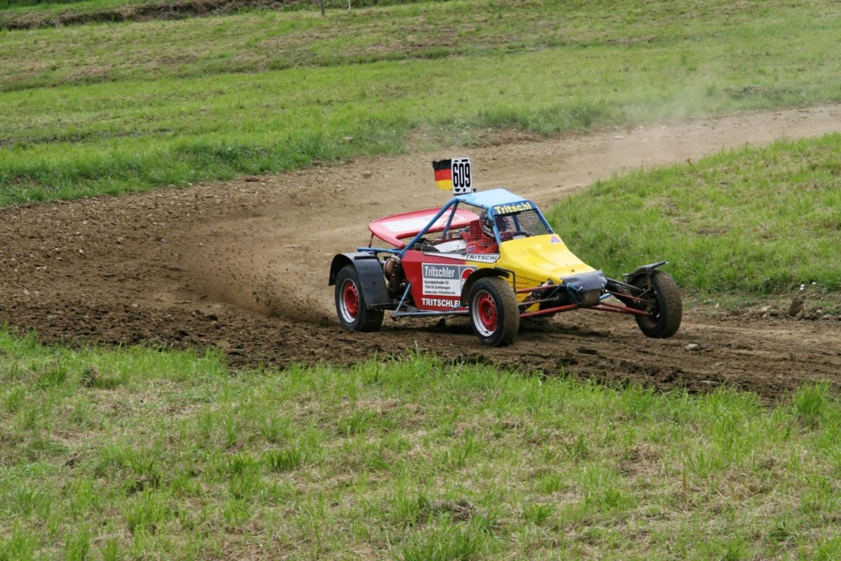 field-vehicle-mud-soil-auto-speed-1071545-pxhere.com