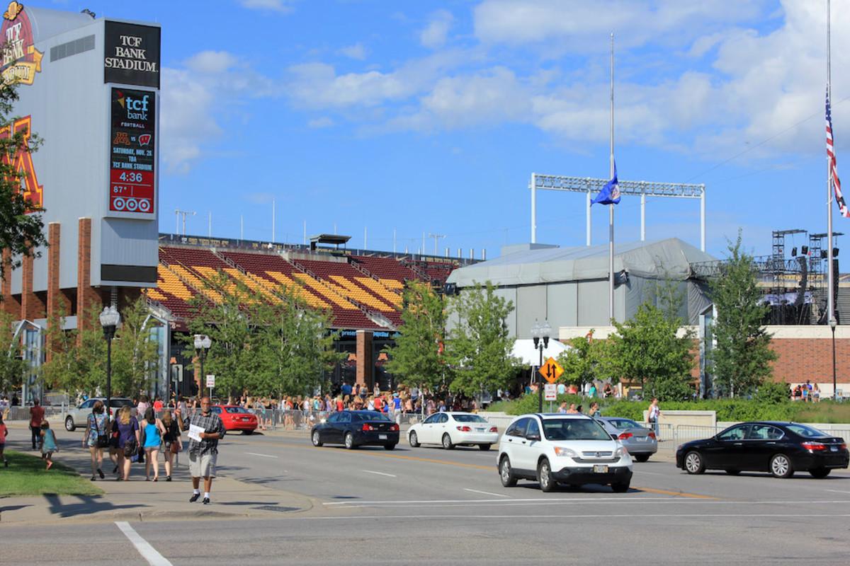 Minneapolis traffic tcf bank gophers