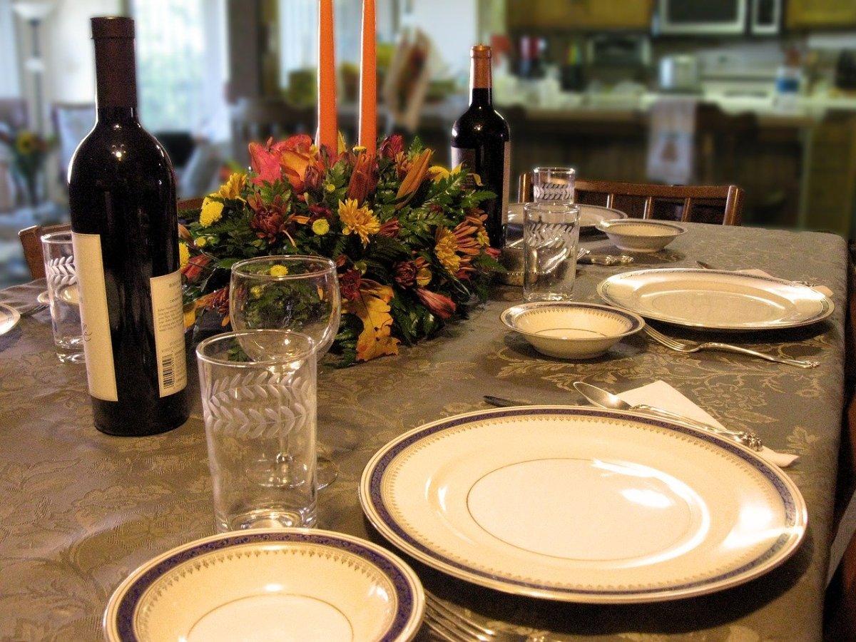 dinner-1733171_1280
