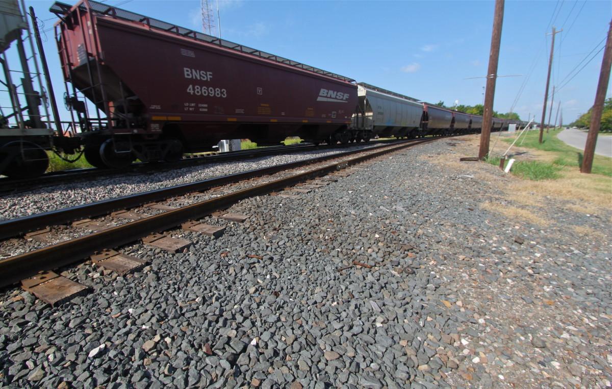 train car BNSF, grain hopper
