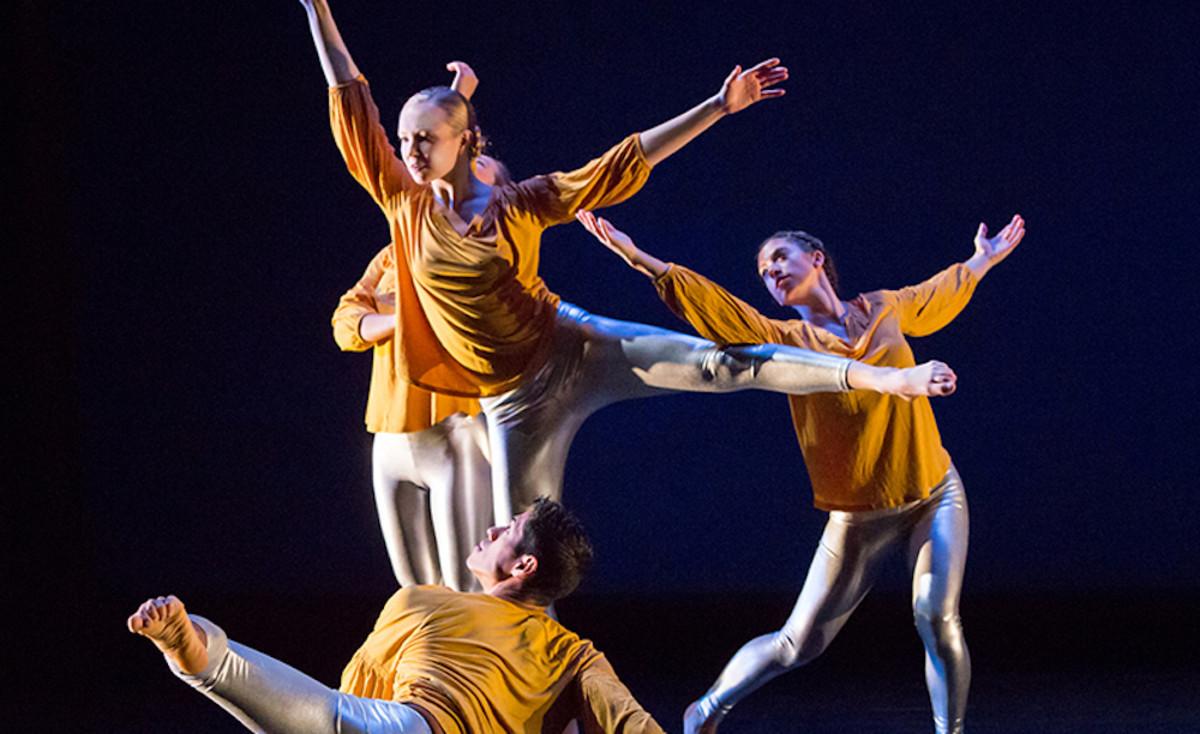 Zenon dance troupe