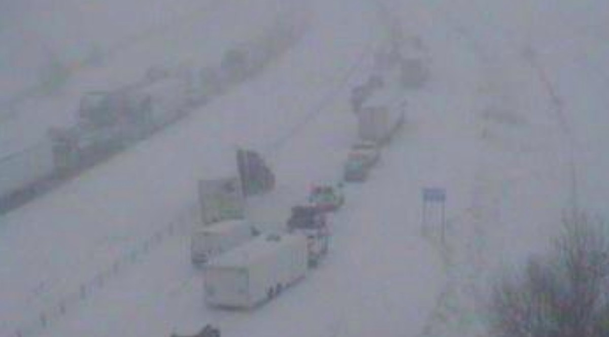 I-35 gradually re-opening after multiple crashes in whiteout