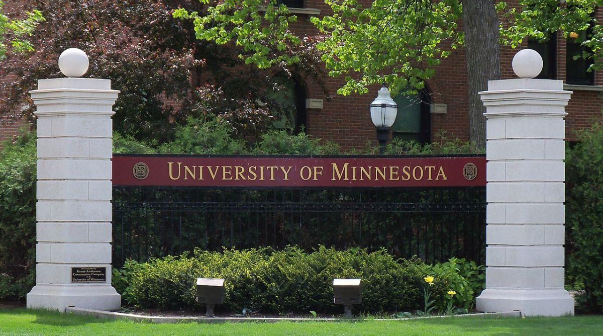 1280px-University_of_Minnesota_entrance_sign_1