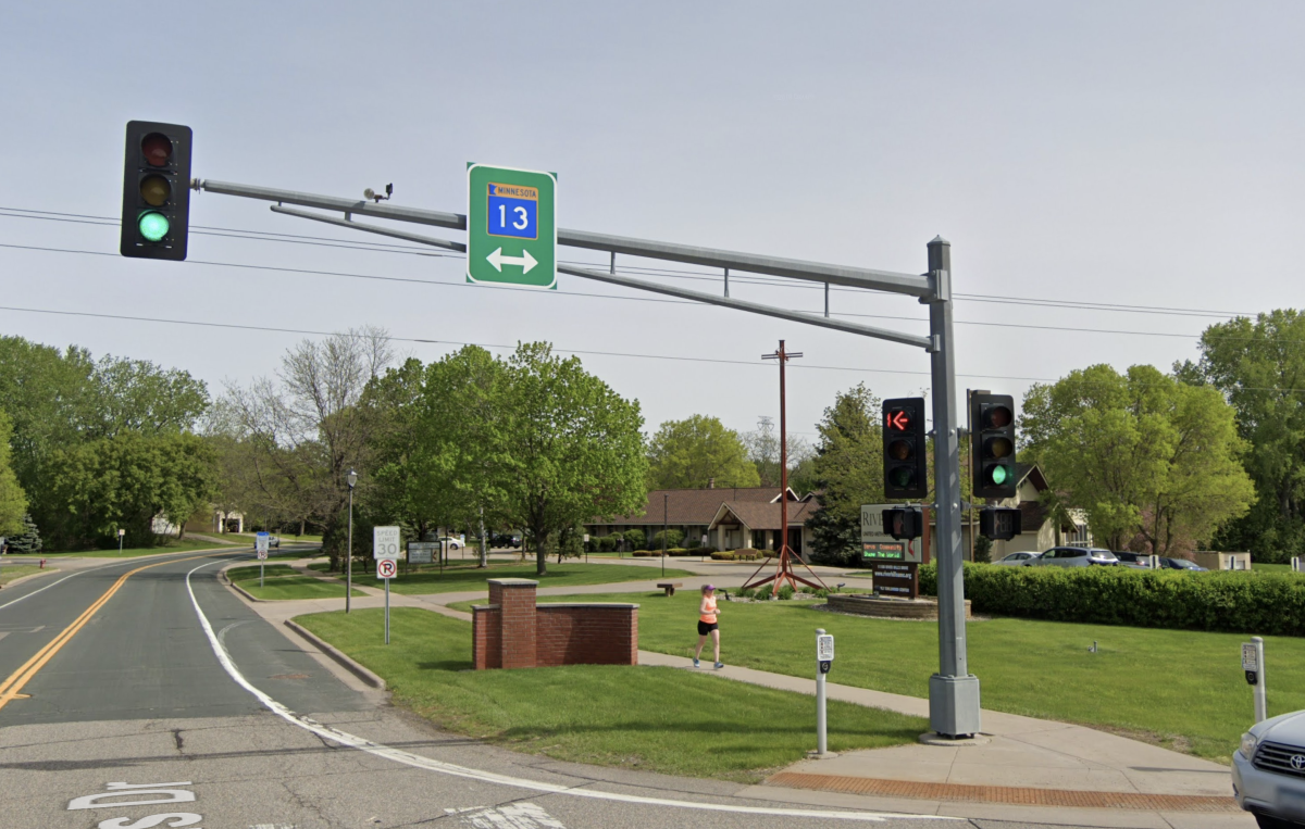 A stoplight at the intersection of Hwy. 13 and River Hills Drive in Burnsville.