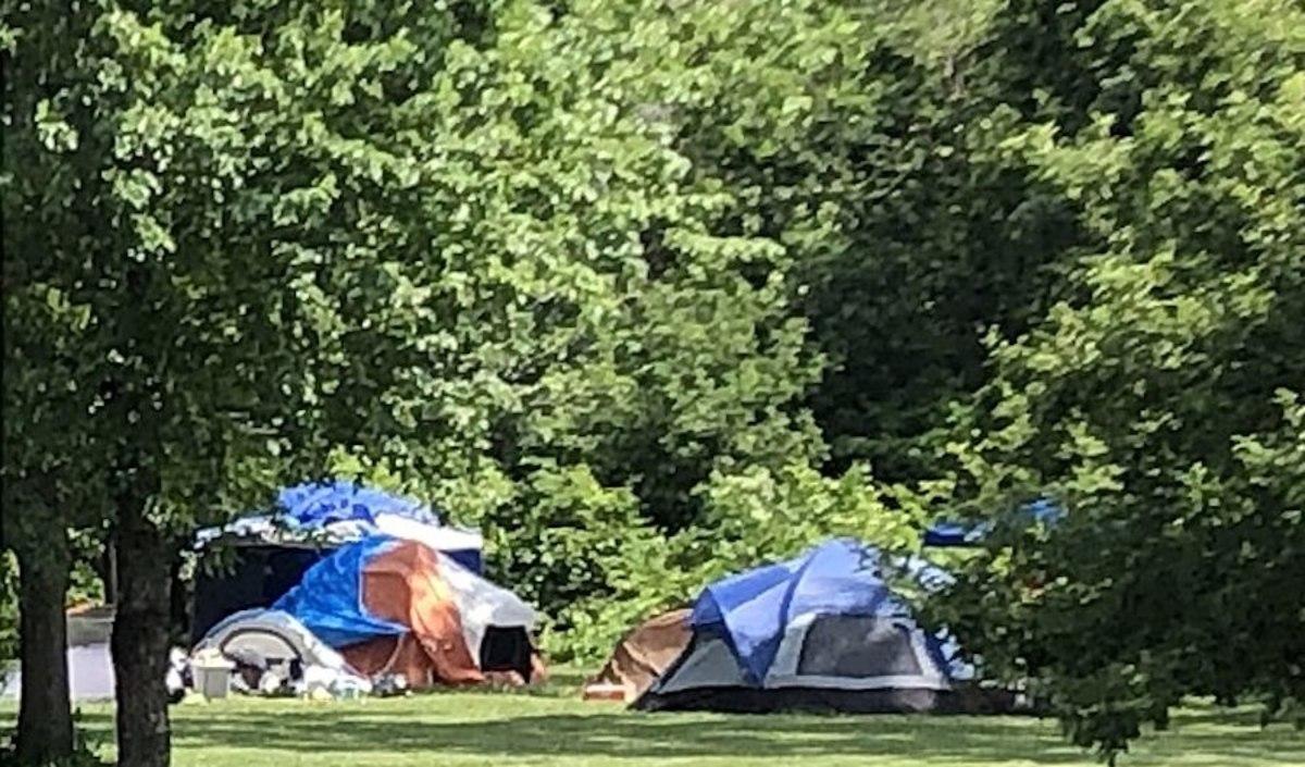 800px-Minnehaha_Regional_Park_-_encampments_July_2020
