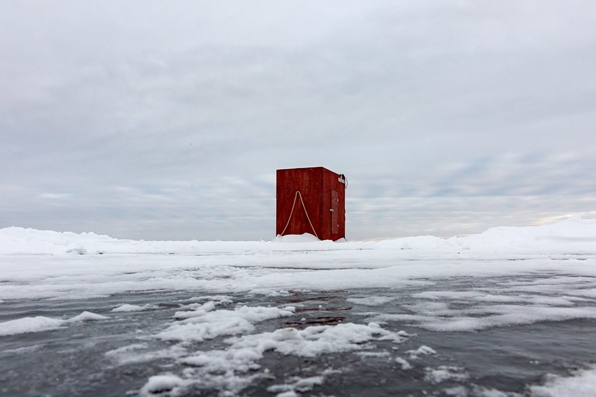 1024px-2_Ice_fishing_house_on_Fishhook_Lake,_Park_Rapids,_Minnesota
