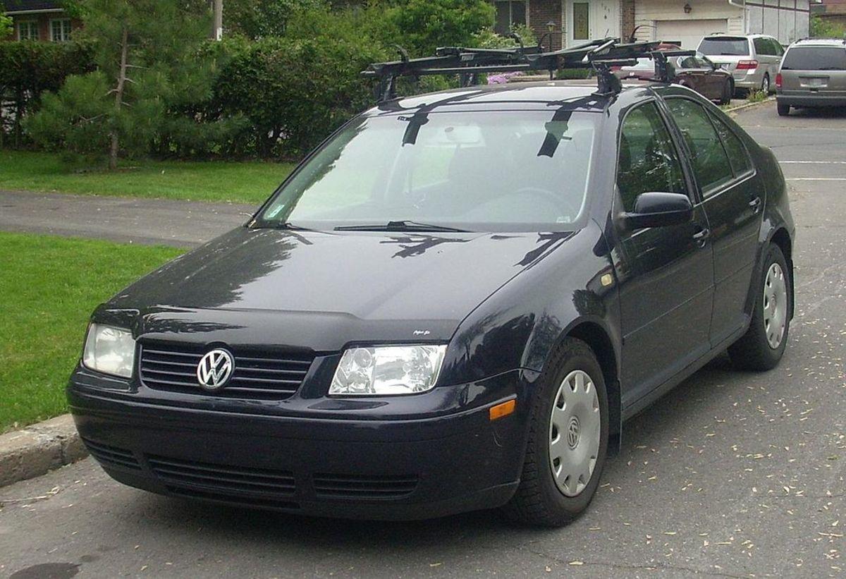 1024px-'99-'01_Volkswagen_Jetta