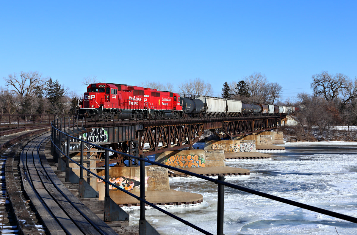 train, Canadian Pacific, Camden Bridge