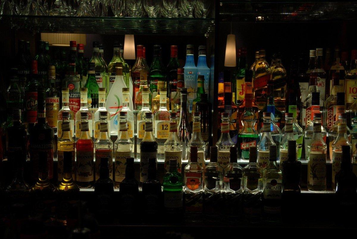 alcohol-857380_1280