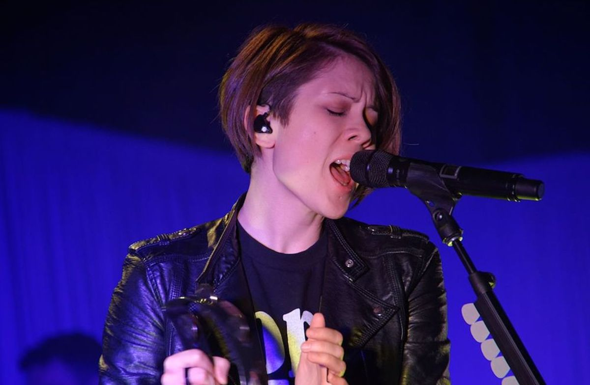 Tegan and Sara (picture cropped from original)