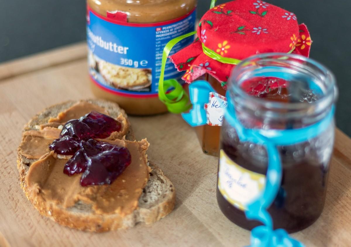 peanut-butter-sandwich-4546397_1280