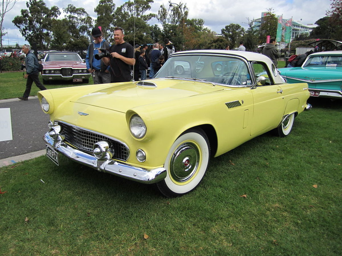 A 1956 Ford Thunderbird, at least that's what Wikimedia tells us. We're not classic car buffs, and there are limited royalty-free photos available, so please don't complain if it's wrong.