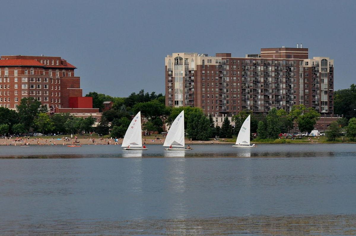 1024px-Northwest_View_-_Lake_Calhoun,_Minneapolis,_MN
