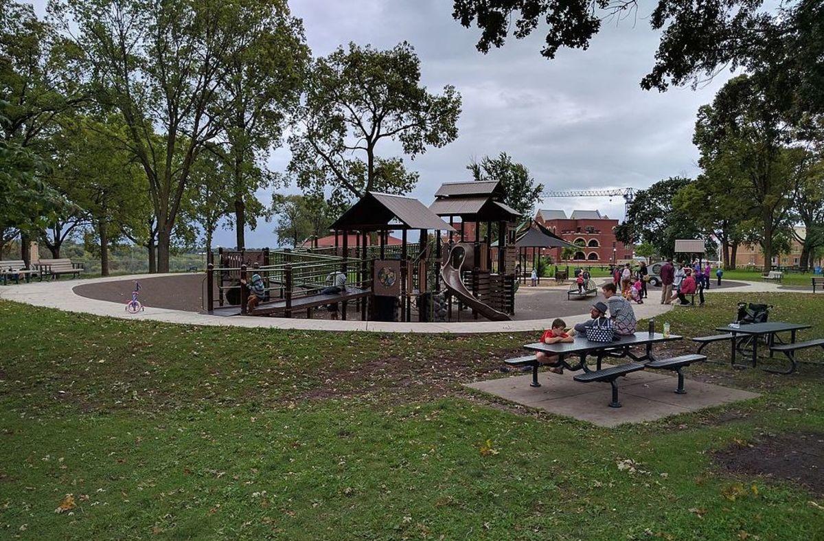 Minnehaha park minneapolis playground
