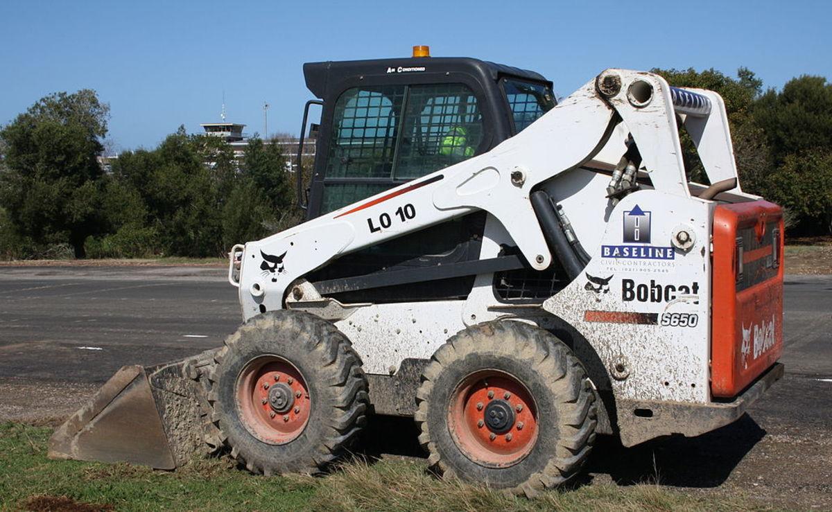1024px-Bobcat_S650_skid_steer_loader_(15084521732)