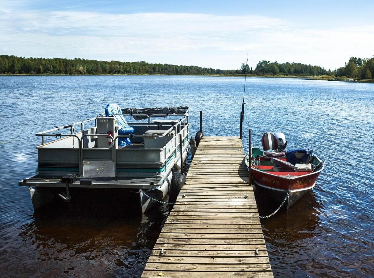 pontoon-boat-1690000_1280