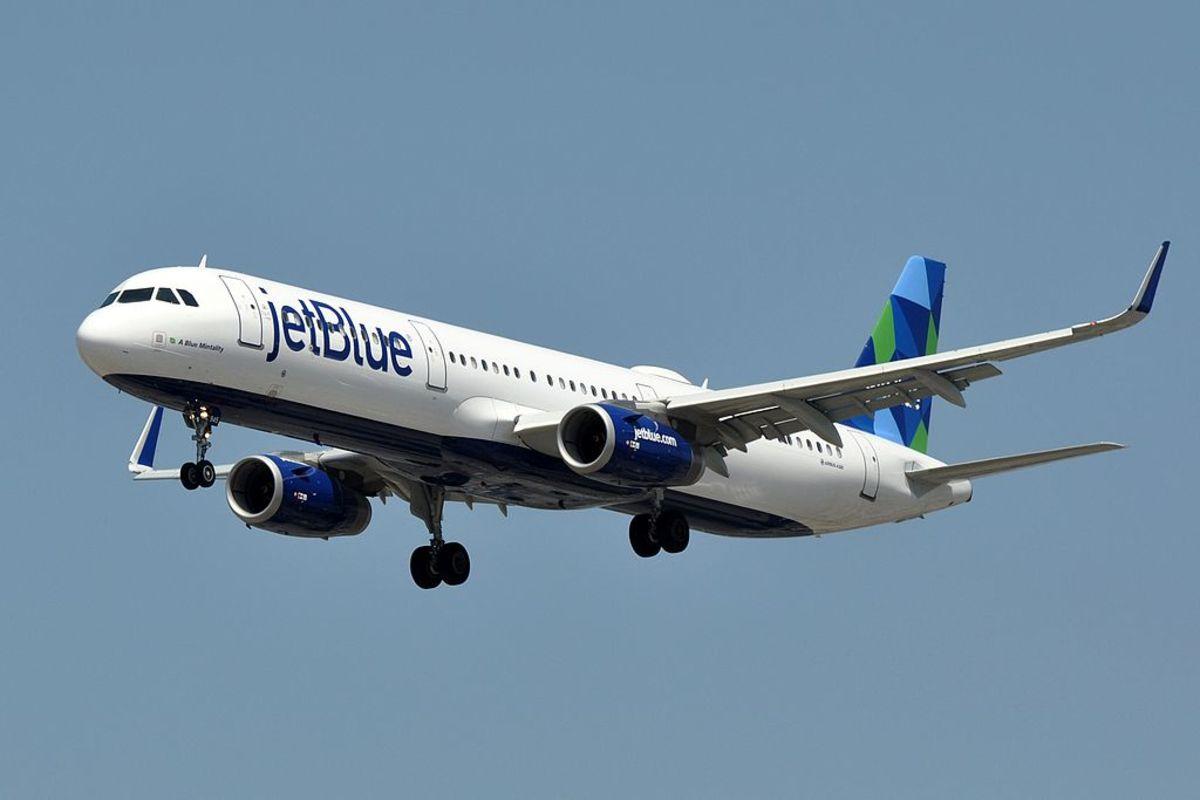 1024px-JetBlue_Airways,_Airbus_A321-231(WL),_N945JT_-_LAX