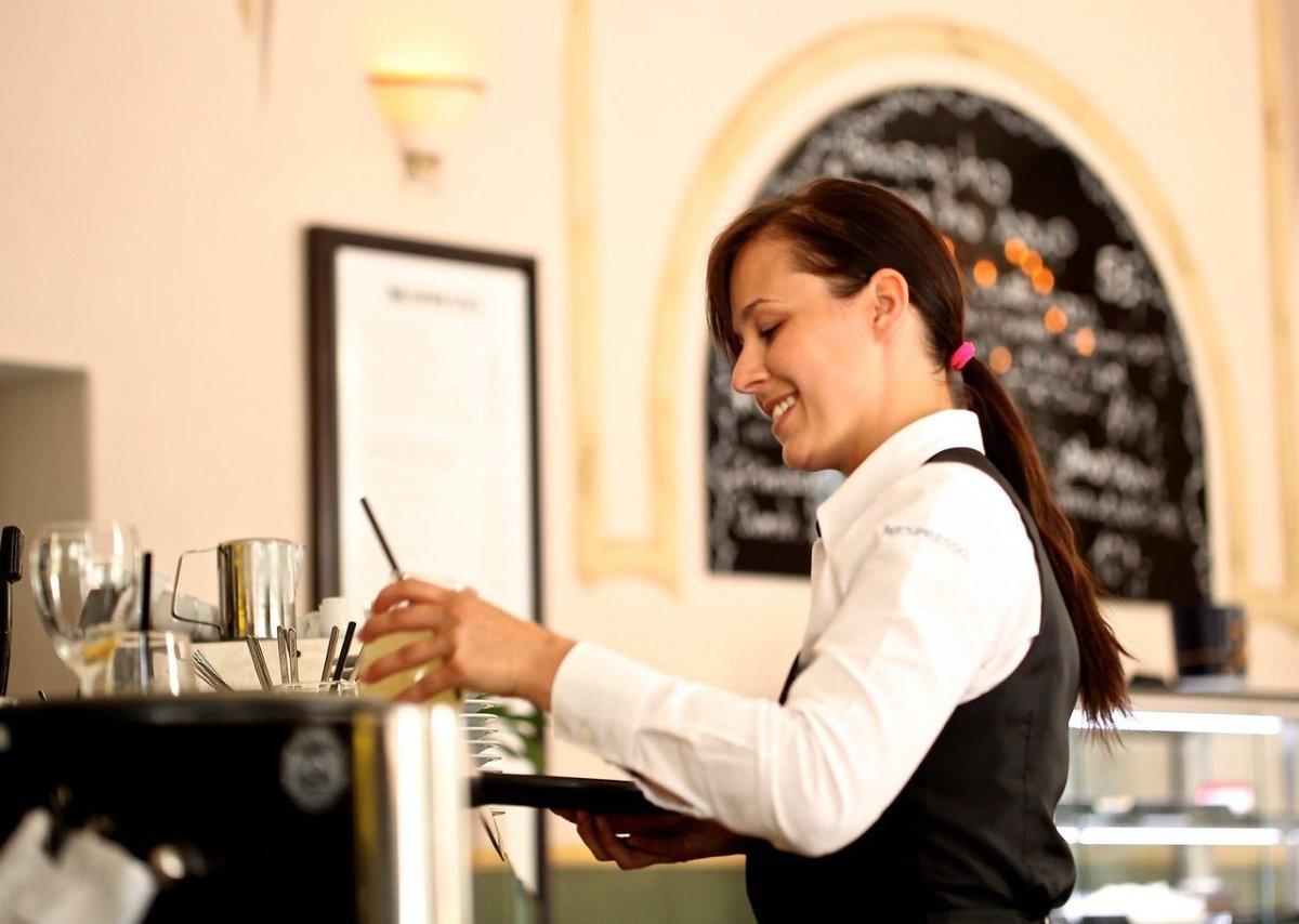 waitress-2376728_1280