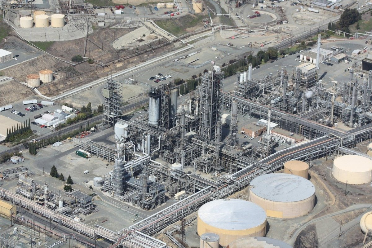 refinery-109025_1280