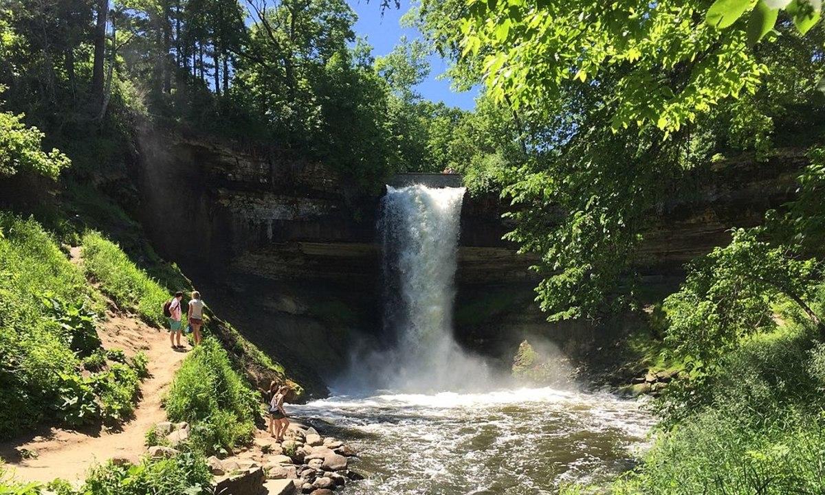 1024px-Minnehaha_Falls,_Minneapolis