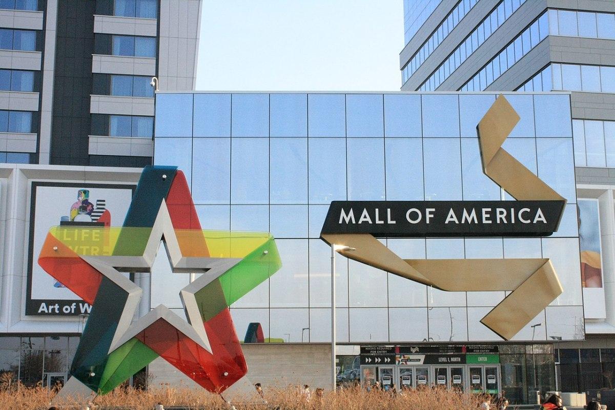 Mall of America exterior Tyler Vigen Wikimedia COmmons