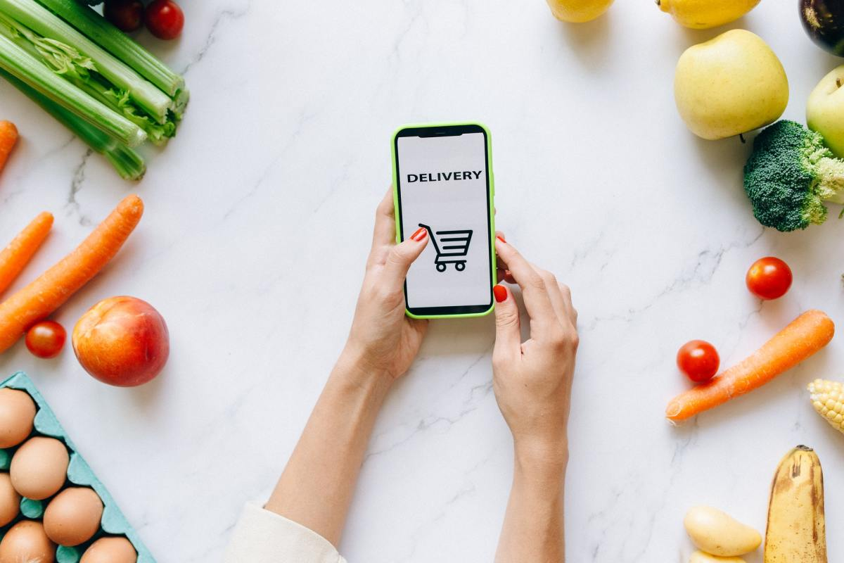 pxels - grocery delivery app phone