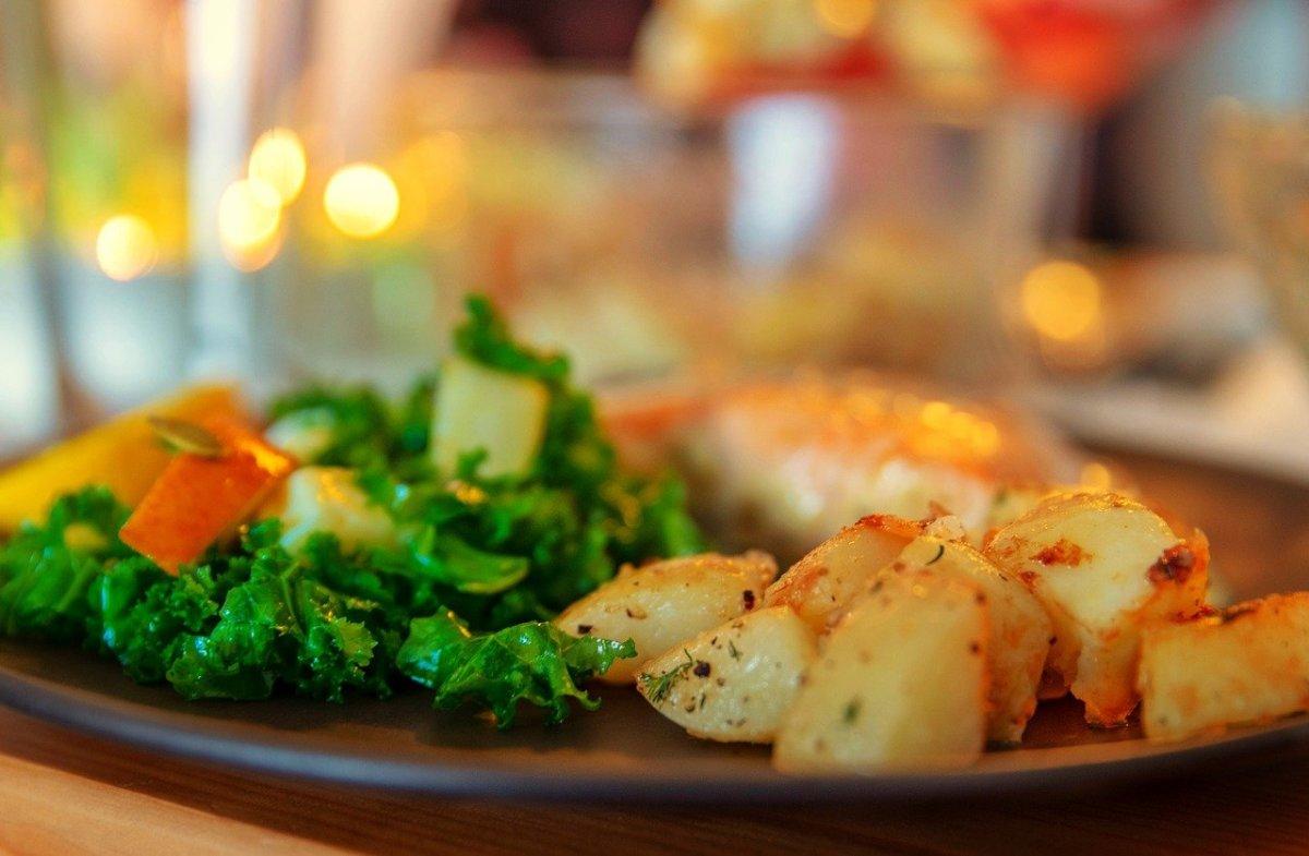 easter-sunday-dinner-4147027_1280