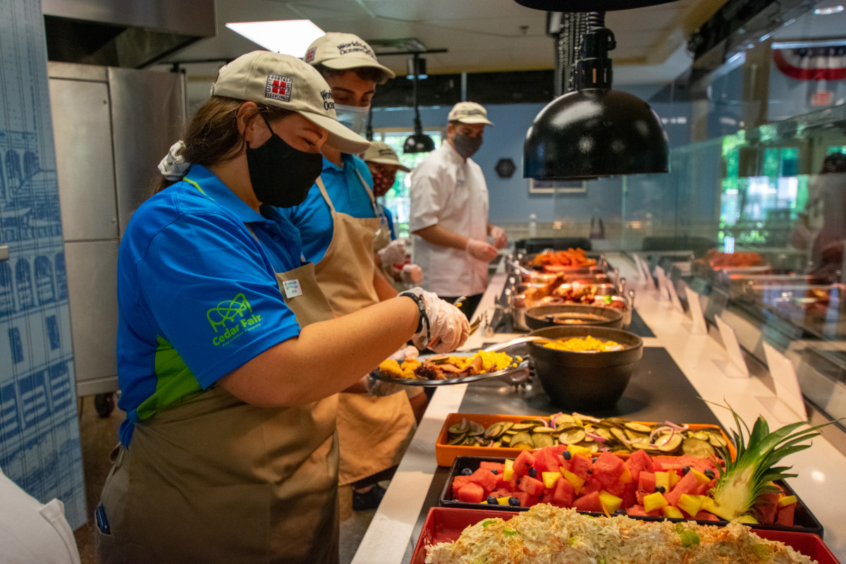 valleyfair food workers 1
