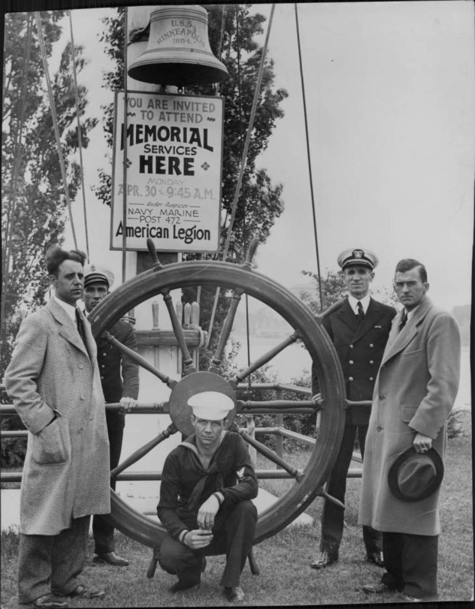 The wheel and bell at the Navy memorial in Minneapolis in 1932.