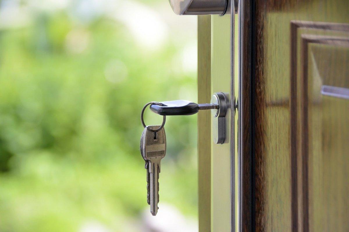 Pixabay - keys home door