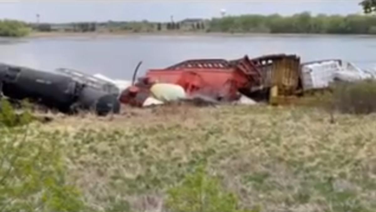 Facebook - train derail goose lake - Albert Lea PD