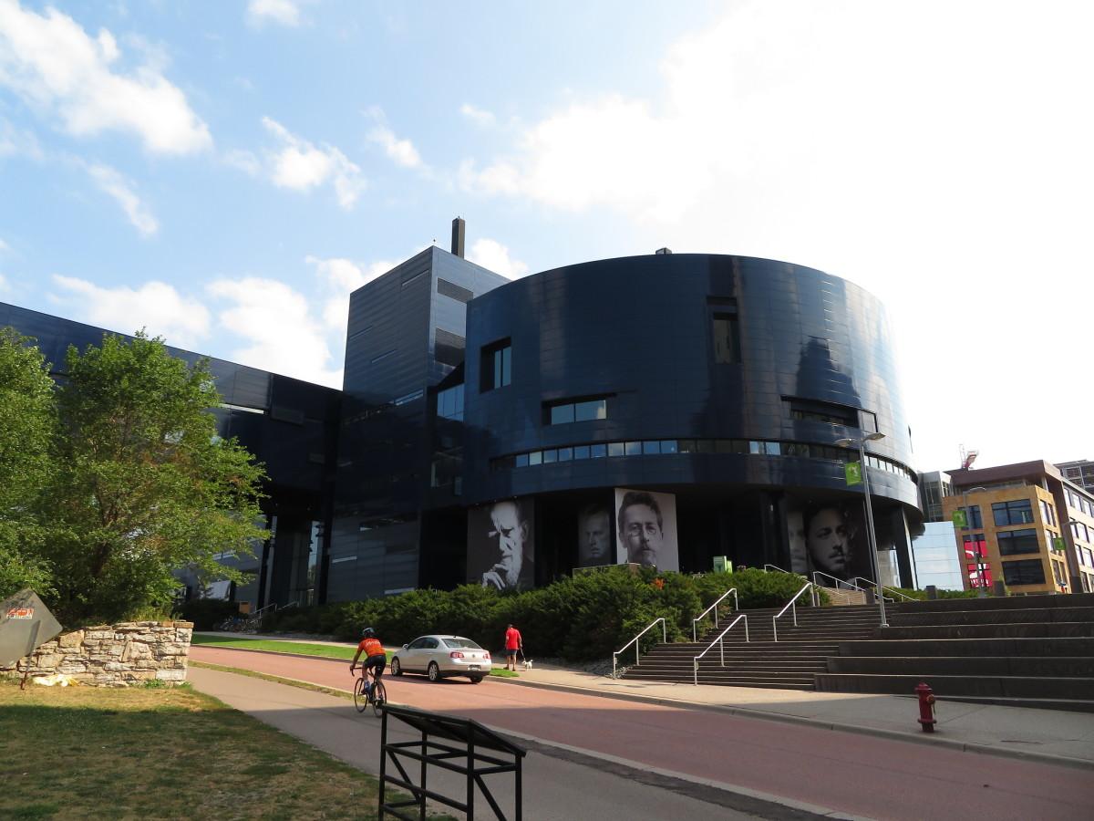 Flickr - Guthrie Theater exterior - Ken Lund