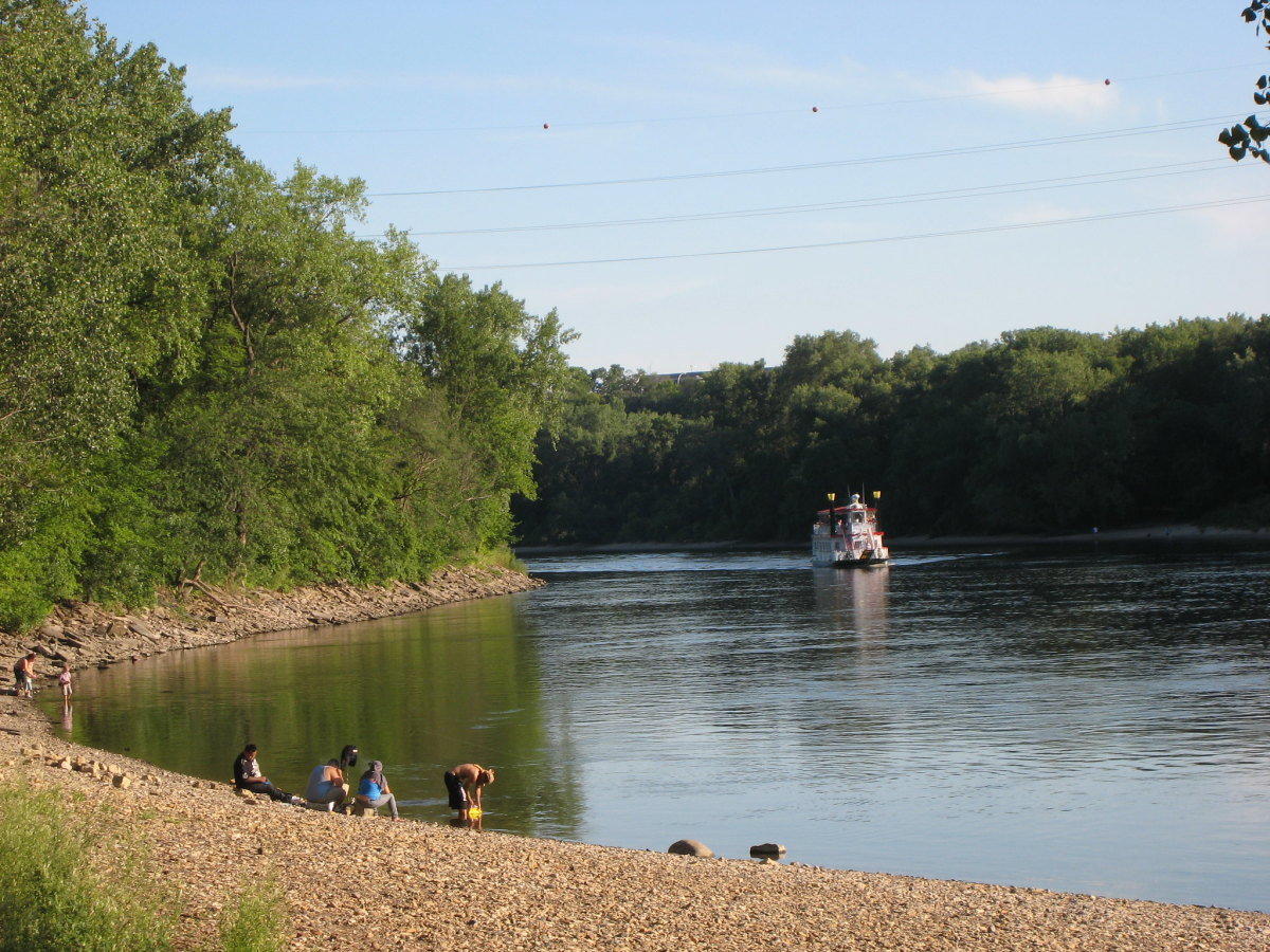 Hidden Falls Regional Park and the Mississippi River.
