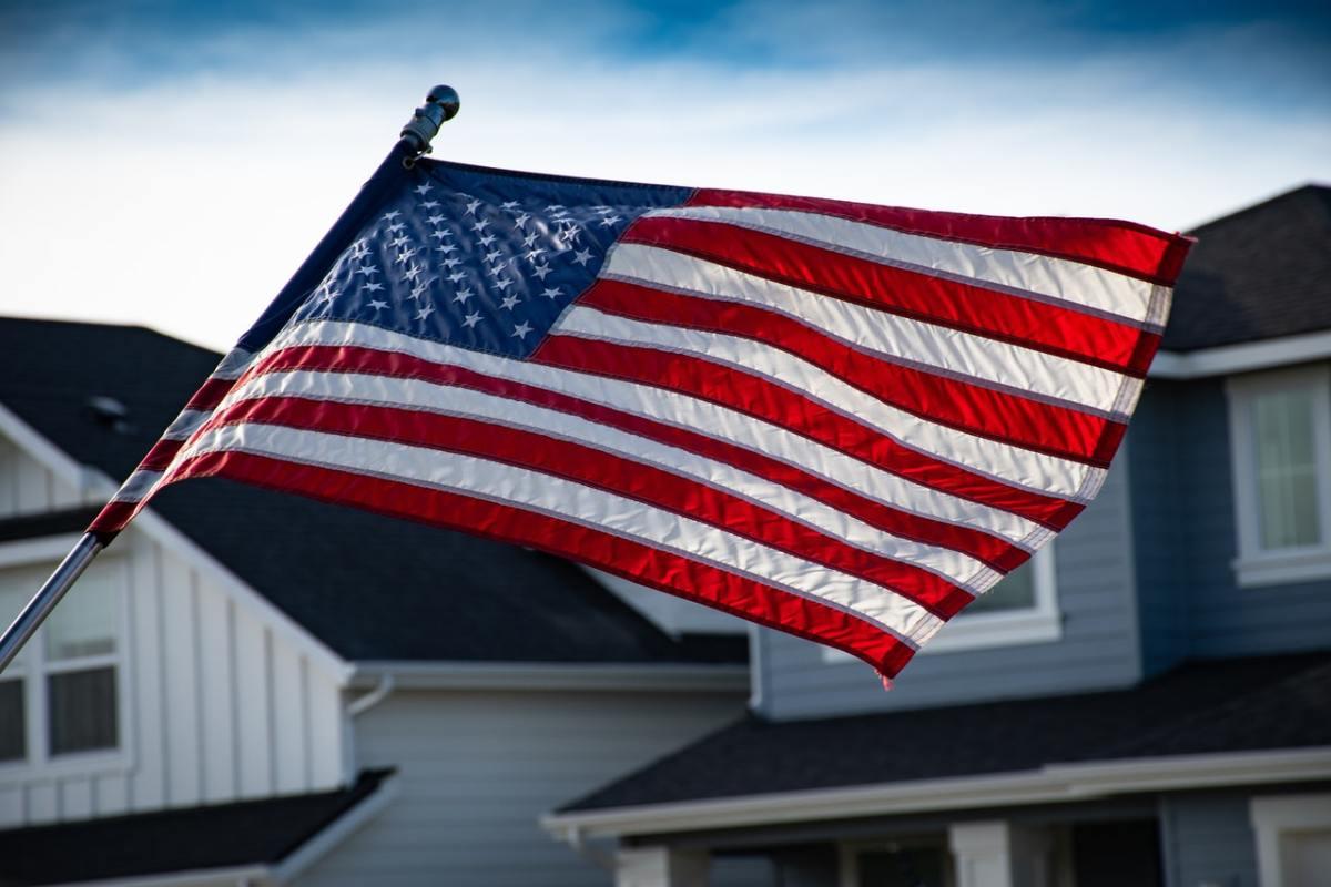Pexels - AMerican flag homes