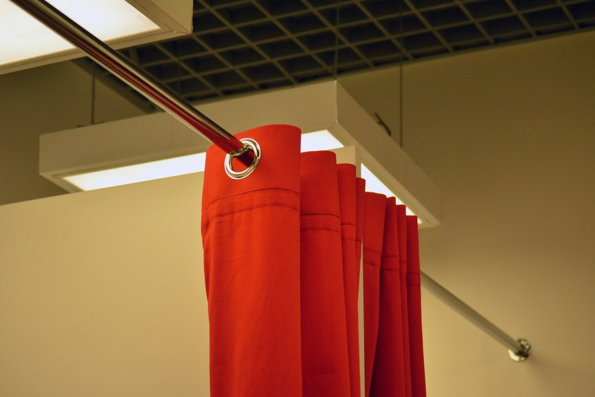 Pixabay - fitting room curtain