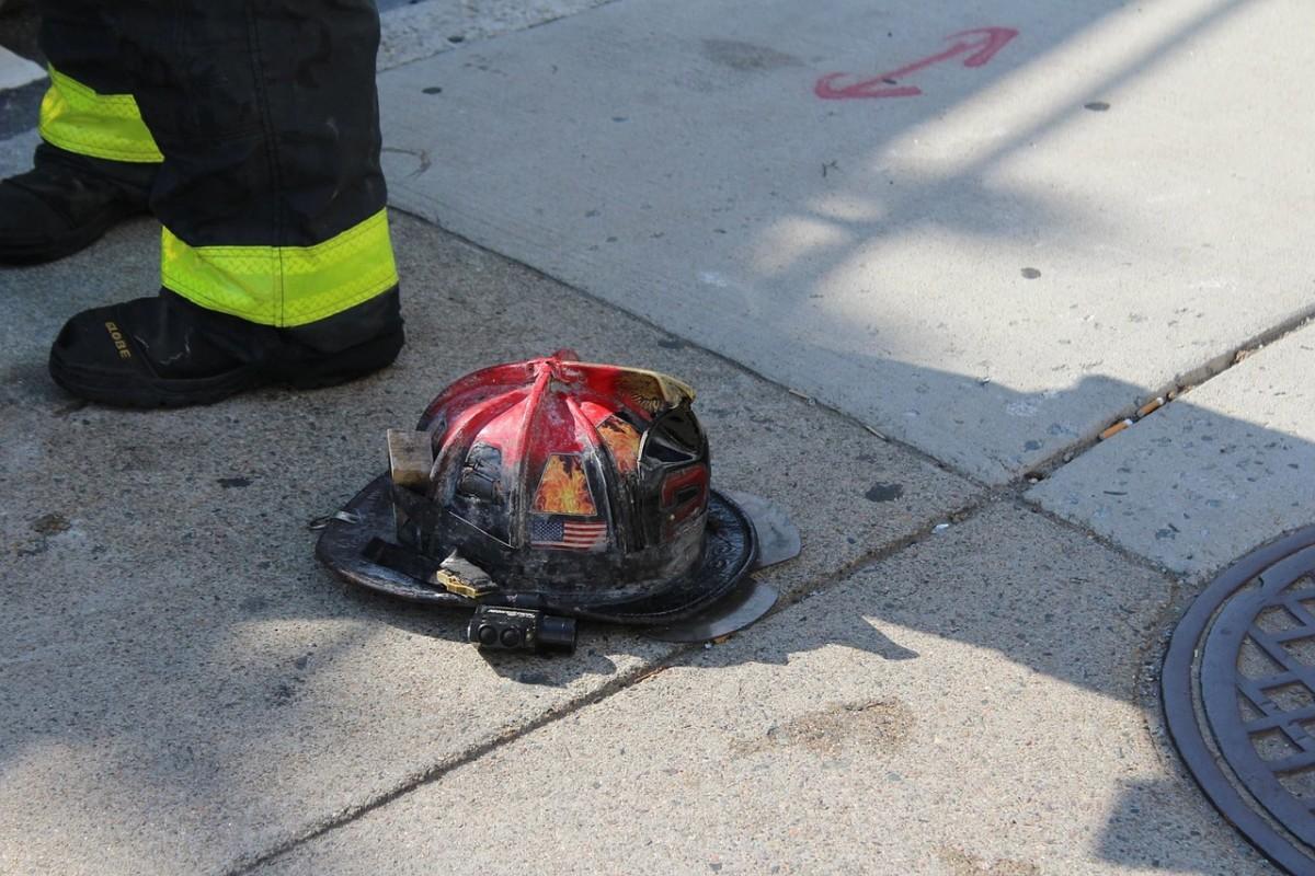 Pixabay - firefighter helmet