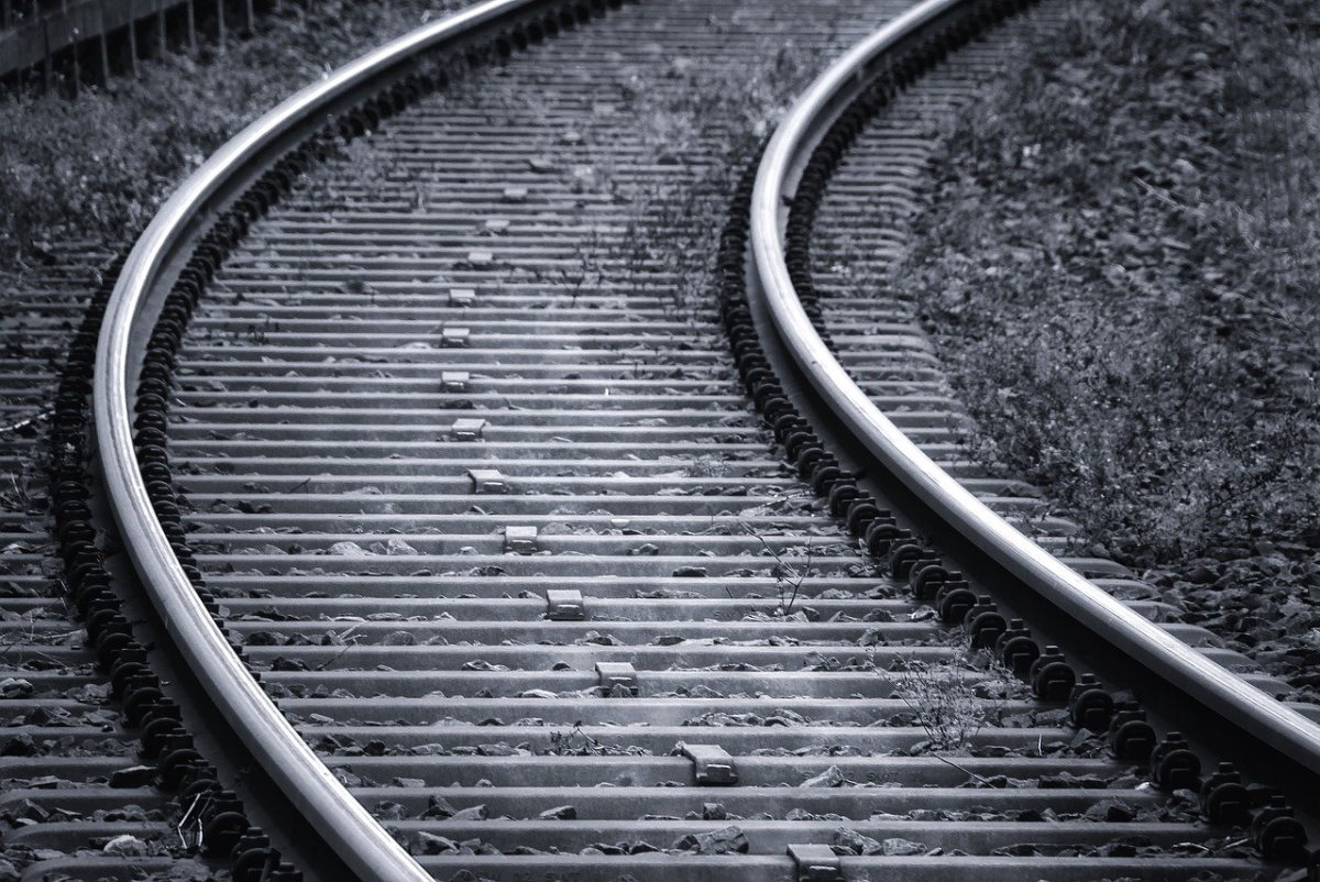 railway-tracks-3703349_1280