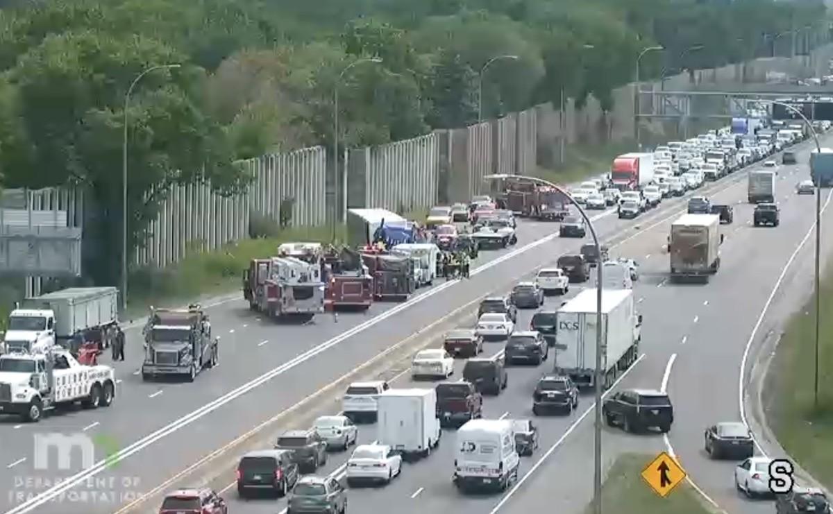 I-35W northbound crash Aug 17 2021