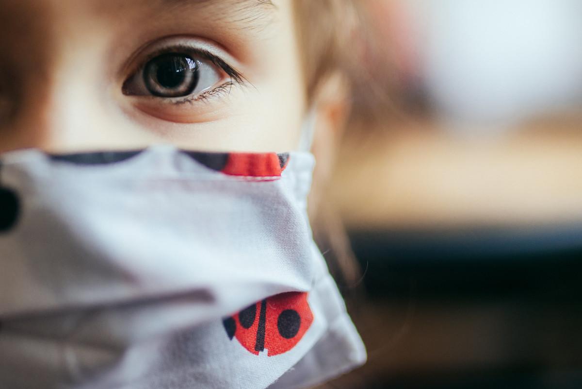 Flickr - child wearing mask close up - Nenad Stojkovic
